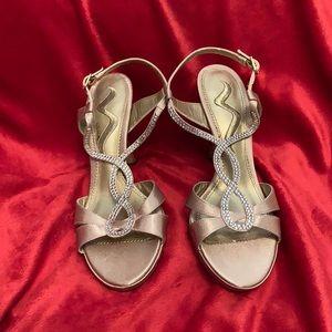 NWOT Nina formal sandals
